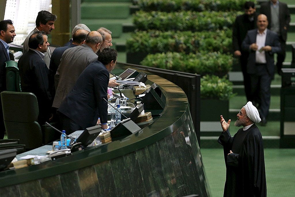 Iranian President Hassan Rouhani (R) gestures after presenting the draft budget for the next Iranian fiscal year to Iran's parliament speaker Ali Larijani at the parliament in Tehran, January 17, 2016. REUTERS/President.ir/Handout