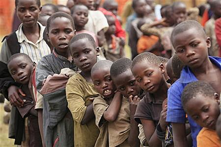 Refugee children, displaced by continued fighting in north Kivu province in the Democratic Republic of Congo (DRC), queue for food in the Nyakabande refugee transit camp in Kisoro town, 521 km (324 miles) southwest of Uganda's capital Kampala, July 13, 2012. REUTERS/James Akena