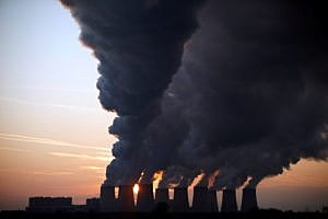 Steam billows from the cooling towers of Vattenfall's Jaenschwalde brown coal power station near Cottbus, Germany, December 2, 2009.  REUTERS/Pawel Kopczynski/File Photo